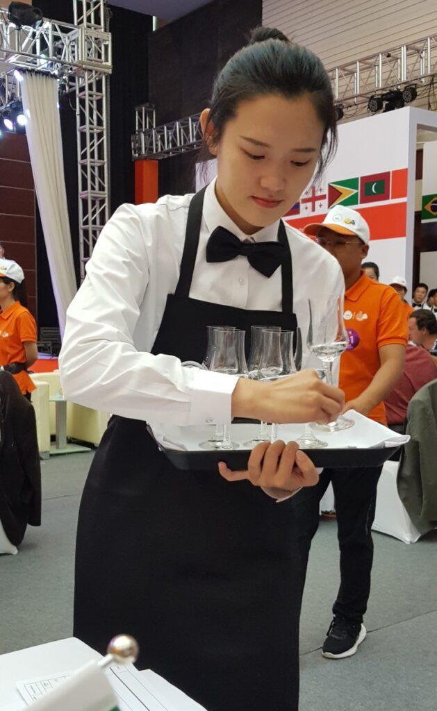 Il servizio dei campioni in degustazione