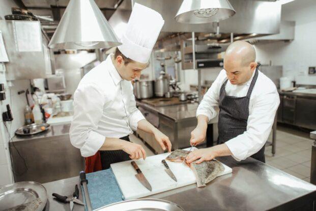 Lo chef Damiano Nigro al lavoro